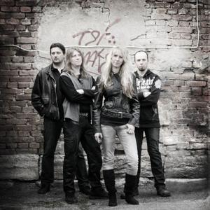 Mysteria, från vänster: Assar Danielsson, bas, Mikael Ståhl, trummor, Liselotte Ståhl, sång, Tobias Borgebo, keyboard