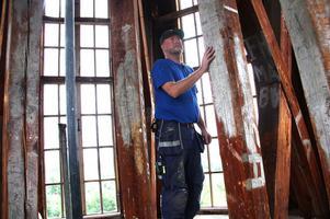 Dåtidens grafitti. Uppe i tornrummet har besökarna skrivit på väggarna sedan 1851.