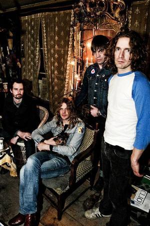 Progg, 70-talsvibbar och feta gitarriff. När The Hellacopters gick i graven rullade Dundertåget igång. Foto: Daniel Andersson