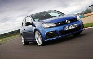Nya R-versionen är den mest onödiga utgåvan i Volkswagens senaste Golf-program men bjuder samtidigt på energieffektiv motorteknik, marknadens kanske vassaste fyrhjulsdrivningssystem och världens bästa växellåda.