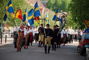 Stort tåg. Hundratals Rättvikare valde att delta i festtåget från Enåbron till kommunhuset.