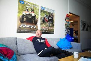 Polaris hade bara snöskotrar i modellprogrammet fram till 1984. På väggen bakom Christer Oliw, finns den nya generationens fyrhjulingar.