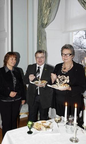I politikerhörnan trängdes Monica Backlund, Per Svedberg och Sinikka Bohlin.