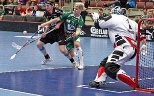IBF Faluns Rasmus Enström var som vanligt en av lagets nyckelspelare när Dalen besegrades med 8–4.foto: Johnny Fredborg