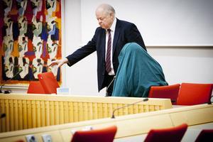 Björn Henriques försvarar 54-åringen, som anklagas för mordförsök för före detta sambon.