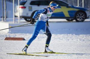 Evelina Settlin, Hudiksvalls IF, åkte in på en fin femteplats i lördagens tio kilometer fristil vid skidpremiären i Bruksvallarna. Ett lopp i paritet med hennes fjärdeplats i samma lopp i fjol. Då blev hon uttagen till VC-premiären, men kunde inte starta på grund av sjukdom. Nu har bra läge för att få en ny chans.