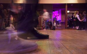 Genom Danspatrullen vill ledarna locka ut folk till dansbanorna igen.