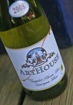 Salladsvin. Friskt, fruktigt vin passar bra till sommarens sallader.