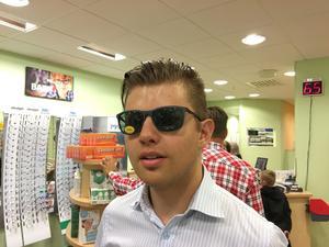 Christoffer Tanner på Specsavers föredrar klassiska, lite sportiga solglasögon.