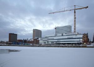Umeås expansiva utveckling beror delvis på att man tillåtit staden att utvecklas även på höjden menar före detta kommunalrådet Lennart Holmlund (S).
