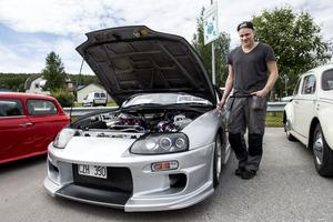 Daniel Bylund skruvade med bilen hela natten för att hinna bli klar till utställningen.
