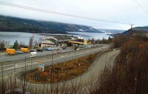 Trafiken i korsningen E14-Fröåvägen ökar i takt med exploateringarna i Åre Björnen och blir alltmer trafikfarlig. Nu skissar Vägverket på ett trafiksäkrare alternativ i form av en rondell.Foto: Elisabet Rydell-Janson