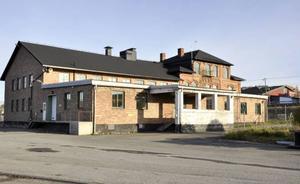 Enligt kommunens tjänstemän har tegelbyggnaden ett kulturhistoriskt värde och måste därför bevaras.