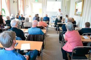 Möte med allt fokus på Bergslagen. Bergslaget hade träff i Nora på tisdagen. Håkan Brynielsson, Sveriges kommuner och landsting, var en av föreläsarna på mötet.