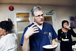 positiv. Familjeläkaren Ivar Lund Olsen, som tidigare jobbat på hälsocentralerna Torget och Vallhov, får med sig flera av sina gamla patienter till Manpower. Han ser som fördel att få jobba på en liten central med mycket teamarbete.