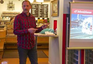 – Det är viktigt att vi får tillbaka tåget som kommunikationsmedel och får en stor resandevolym. Dit kan vi nå om vi ersätter en enda buss med tåg. Jag pratar arbetspendling men även om att nå tågnaven i Östersund och Mora med tåg, säger Peter Ekholm, projektledare för tågtrafiken vid Visit Vemdalen.