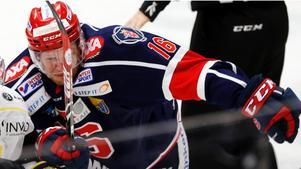 Alexander Larsson, c.I fjol: Fick sparken efter 22 matcher, gick sedan till Vita Hästen och var med och kvalade till SHL.Nu: Nyckelspelare i Lörenskog, som är en guldkandidat i norska ligan.