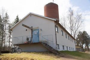 Beppes Gym håller till på övervåningen och på nedervåningen hyr ett företag in sig i garaget.