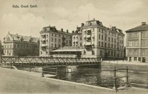 Grand Hotell när farfar var ung. Lägg märke till den öppna terrassen som numera är inbyggd.