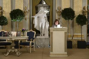 Svetlana Aleksijevitj höll på måndagskvällen sin Nobelföreläsning i Börssalen i Stockholm. Under sin föreläsning lät hon många röster höras, ett eko av den teknik hon använder i sin svit