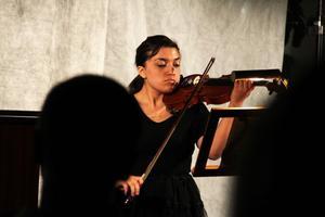 Evelin Elfström började spela piano när hon var fem år gammal. Nu satsar hon på fiolen.