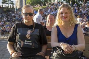 Janna Kotanen och Mailn Friberg var stora fans och satt längst fram på konserten.