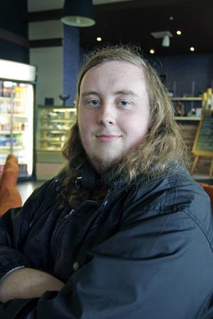Samuel Holm, 17 år, studerande, Nyköping:   – Jag slösurfar på datorn. Det är avkopplande och jag får tänka på annat.