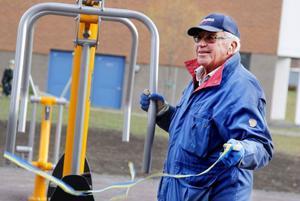 Uppknytandet av invigningsbandet sköttes av den olympiske guldmedaljören på skridskor 1956, Sigge Ericsson.
