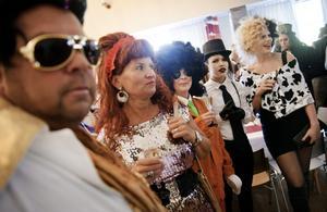 Glamour. Kändisarna glittrade ikapp på kändismaskeraden i Glanshammar som för kvällen ändrat namn till Glamour-hammar.