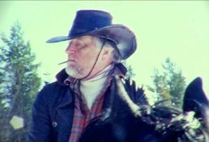 """Bengt Bergslid som stenhård cowboy i Tobias Bergslids kortfilm """"The legend of Billy Wade Part I"""", inspelad inte bara analogt utan oklippt i en enda följd.""""Amazoner och foppatofflor"""" är en kärleksfull betraktelse över raggarlivet gjord av Camilla Halvarsson."""