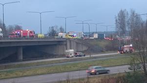 Olyckan ska ha inträffat på bron till E20.