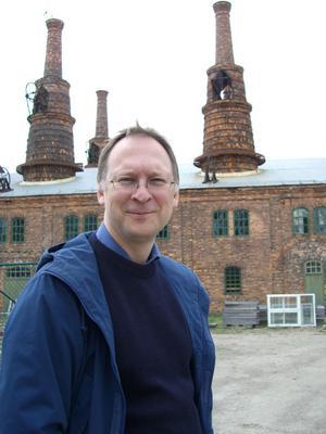 """Vill utveckla. Anders Johansson är initiativtagare till det stora internationella arkitektmöte som inleds på tisdag i Forsbacka bruk. """"Hela frågan är väldigt intressant, hur man utvecklar postindustriella miljöer"""", säger den Stockholmsbaserade arkitekten som 2007 förvandlade delar av Forsbacka bruk till ett gult picknickområde."""