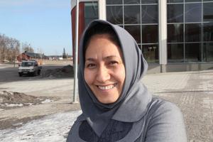 Nu är det Sadiqa Rasulis tur att gå i skolan. Det fick hon aldrig göra i sitt hemland Afghanistan.