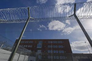 Saltviksanstalten utanför Härnösand får mer kritik från JO än andra anstalter, sett till antal fångar.