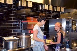 Såma Mirza Di Paolo driver Veggoköket tillsammans med sin man Kim och deras bästa vänner Rikard och Frida Hjärtström.