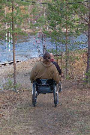Falu Kanotklubb vet att verksamheten vid Hosjöholmen inte är anpassad för rörelsehindrade. Bland annat är accessen till vattnet inte anpassad för rullstol.