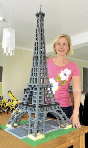 Ståtlig byggnad. Eiffeltornet var det första legobygget som Hanna Fyrpihl gjorde.