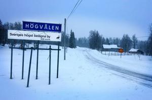 Högvålen är Sveriges högst belägna by. Enligt skylten ligger byn 830 meter över havet och enligt länsstyrelsen 835.