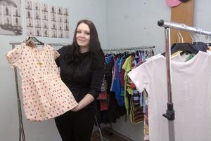 Karolina Norlin i Edsbyn säljer ekologiska kläder från internationella företag på sin webbutik, Buy My Outfit.