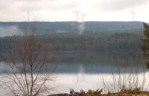 De fem vindkraftverken väster om Rämmasjön  och Rämma fäbodar togs i drift i början av 2012. Nu har regeringen beslutat att upphäva kommunens bygglov för verken.