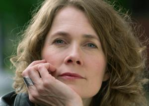 Irma Schultz Keller sjunger på sin nya skiva svenska översättningar av Joni Mitchells låtar.