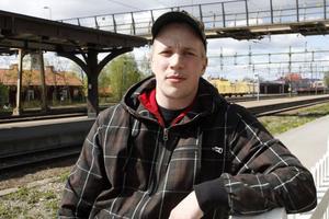 Tomi Mustonen bryter kontraktet med Ljusdals BK och flyttar hem till Finland igen. Jag mår inte bra och kan inte tillföra något i LBK, säger Tomi.