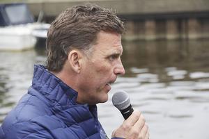 3. Torbjörn Nordvall var drakbåtsracet speaker.