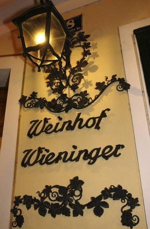 Ingången till Weinhof Wieninger i Stammersdorf.Foto: Hélène Lundgren