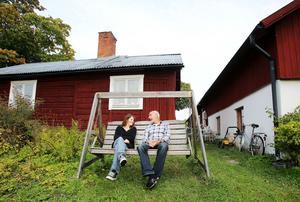 Från den här hammocken har Anders och Inger en magnifik utsikt över Storsjön.