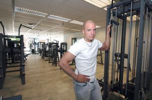 David Nilsson hoppas att han snart kan få klartecken från kommunen om att öppna sitt träningsgym. Annars vet han inte hur de ska gå.
