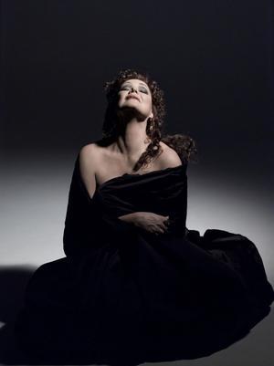 Den finländska operasångerskan Karita Mattila spelar rollen som Tosca i Puccinis opera som direktsänds från Metropolitan-operan den 10 oktober.