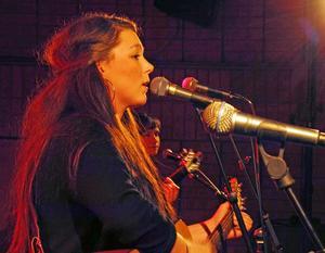 Emelie Lööf med band uppträdde för andra året i rad på Borlängebandens firmafest på Galaxen.