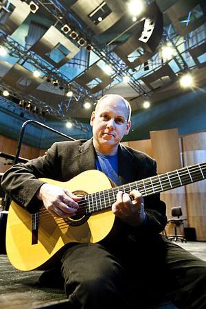 Den svenska gitarristen Georg Gulyás spelar för första gången med Gävle symfoniorkester och med ett av musikvärldens mest populära verk, Concierto de Aranjuez i kväll.