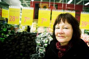 Yvonne Hägglund Larsson–God mat är viktigt under påsken men vi tänkte göra den lite annorlunda i år. Vi har handlat en påskskinka redan men nu är jag här för att köpa lite saker till årets påskmatsedel som inte blir så traditionell.– Familjen har tröttnat på julmaten med sill, ägg och lax så vi tänkte laga lite italienskt till påsken i år i stället.